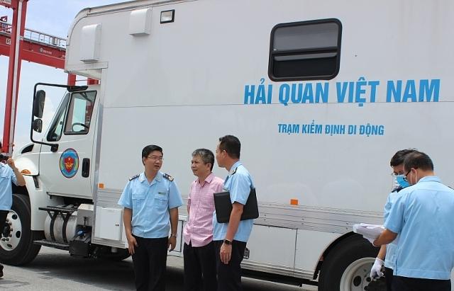 Sử dụng thiết bị hiện đại phục vụ công tác kiểm tra, giám sát hải quan