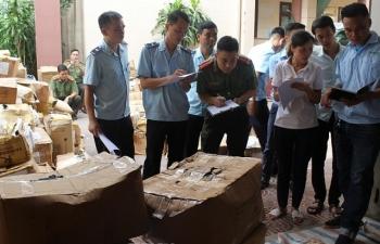 Hải quan Thanh Hóa phối hợp bắt giữ 18,5 tấn phụ liệu may mặc tiêu thụ trái phép ra thị trường