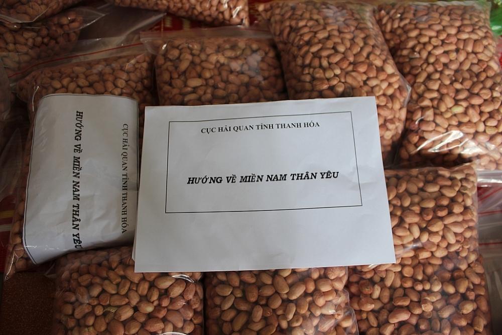 Gần 1 tấn hàng khô đã được đóng gói gửi vào TP Hồ Chí Minh. Ảnh: Phong Nhân