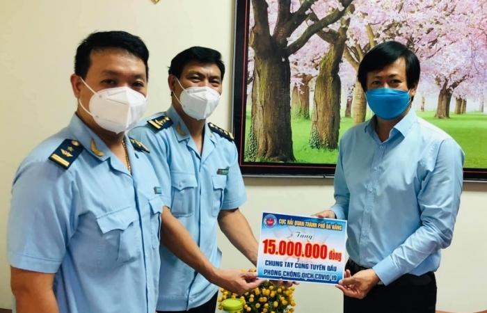 Hải quan Đà Nẵng: Ủng hộ phòng chống dịch Covid-19