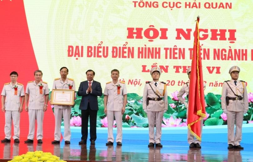 Tặng Huân chương Lao động cho 3 tập thể và 13 cá nhân thuộc Tổng cục Hải quan