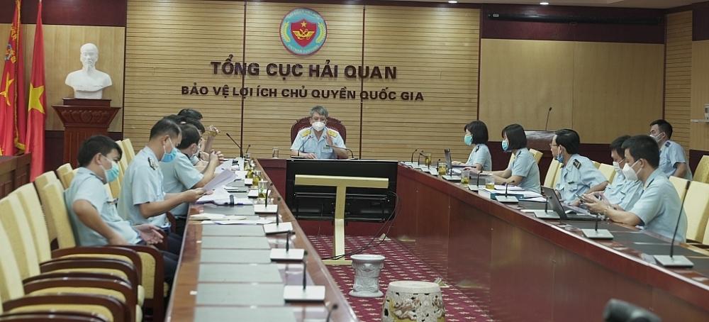 Phó Tổng cục trưởng Tổng cục Hải quan Mai Xuân Thành chủ trì cuộc họp khẩn trương tháo gỡ ùn tắc hàng hóa tại cảng Cát Lái.