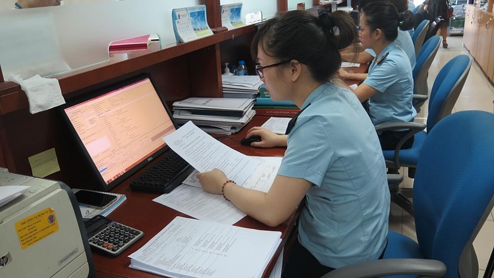 Hoạt động nghiệp vụ tại Chi cục Hải quan cửa khẩu sân bay quốc tế Nội Bài. Ảnh: N.Linh
