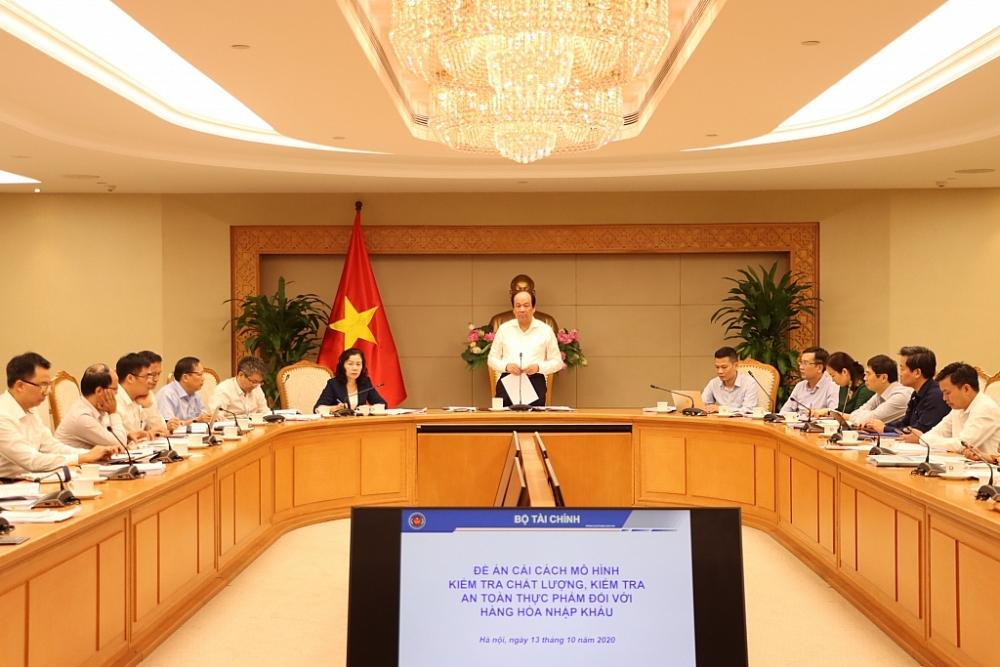Bộ trưởng Chủ nhiệm Văn phòng Chính phủ Mai Tiến Dũng phát biểu tại cuộc họp, Ảnh: Quang Hùng