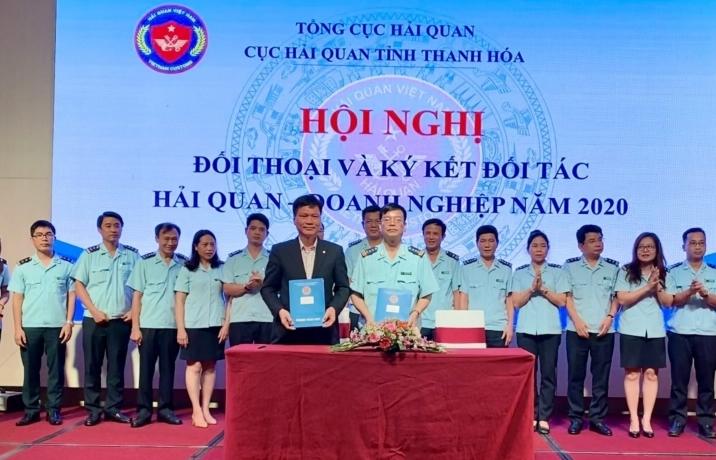 Hải quan Thanh Hoá đối thoại và ký kết đối tác với doanh nghiệp