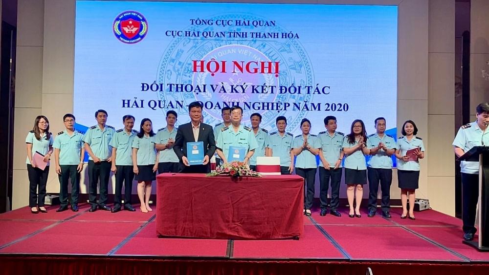 Cục trưởng Cục HQTH ký kết đối tác Hải quan – Doanh nghiệp với đại diện Công ty TNHH 888.