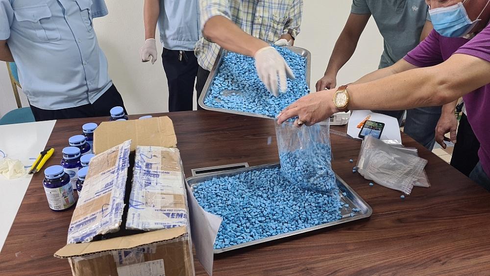 Cục Hải quan Hà Nội chủ trì phối hợp với Phòng Cảnh sát điều tra tội phạm về ma túy (PC04) - Công an TP Hà Nội; Đội Kiểm soát chống buôn lậu ma túy Khu vực miền Bắc (Đội 5) - Cục Điều tra chống buôn lậu và các đơn vị có liên quan.