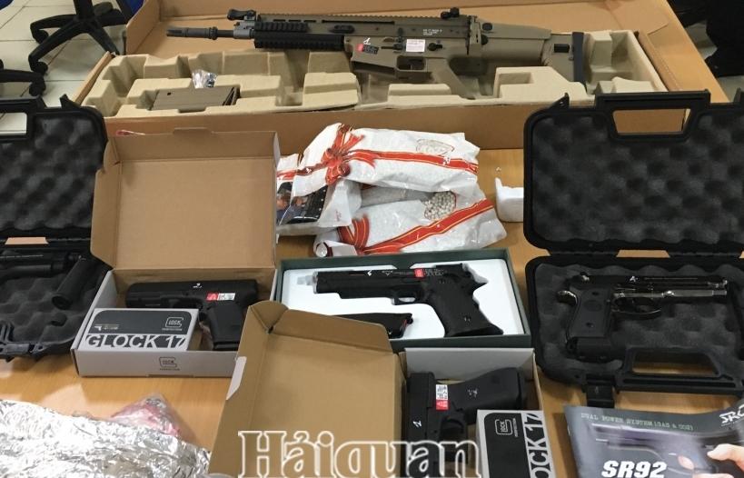 Phát hiện 9 sản phẩm hình dạng súng trong lô hàng chuyển phát nhanh