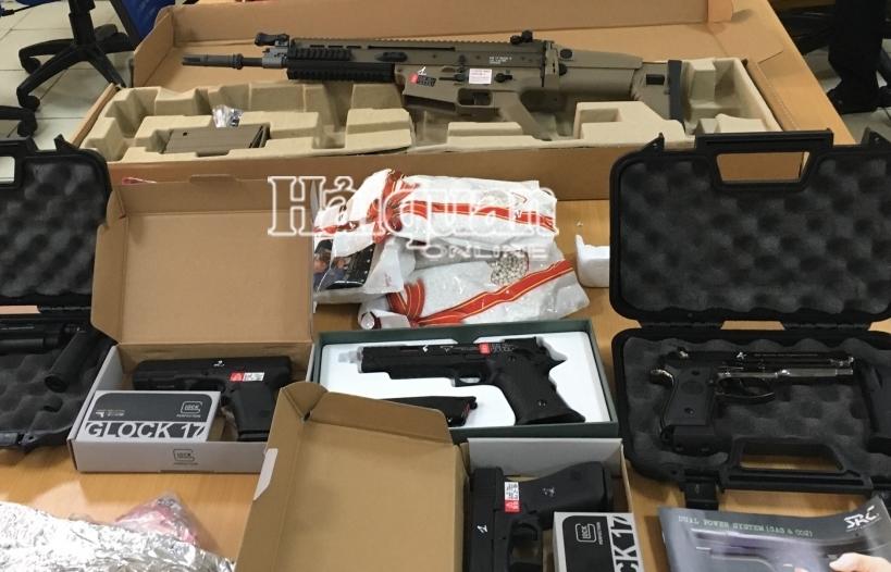 Tạm giữ để điều tra lô hàng hình dạng súng vận chuyển qua chuyển phát nhanh