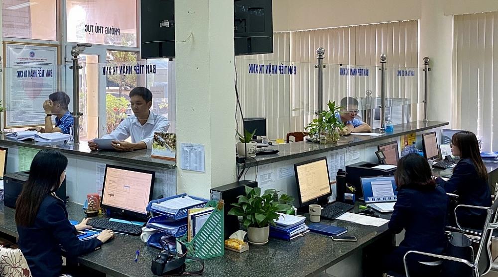 CBCC Cục Hải quan Thanh Hóa hướng dẫn thủ tục hải quan cho doanh nghiệp. Ảnh: P.Nhân