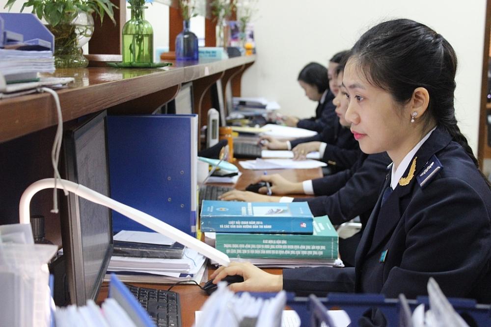 Hoạt động nghiệp vụ tại Chi cục Hải quan KCN Bắc Thăng Long (Hà Nội). Ảnh: N.Linh