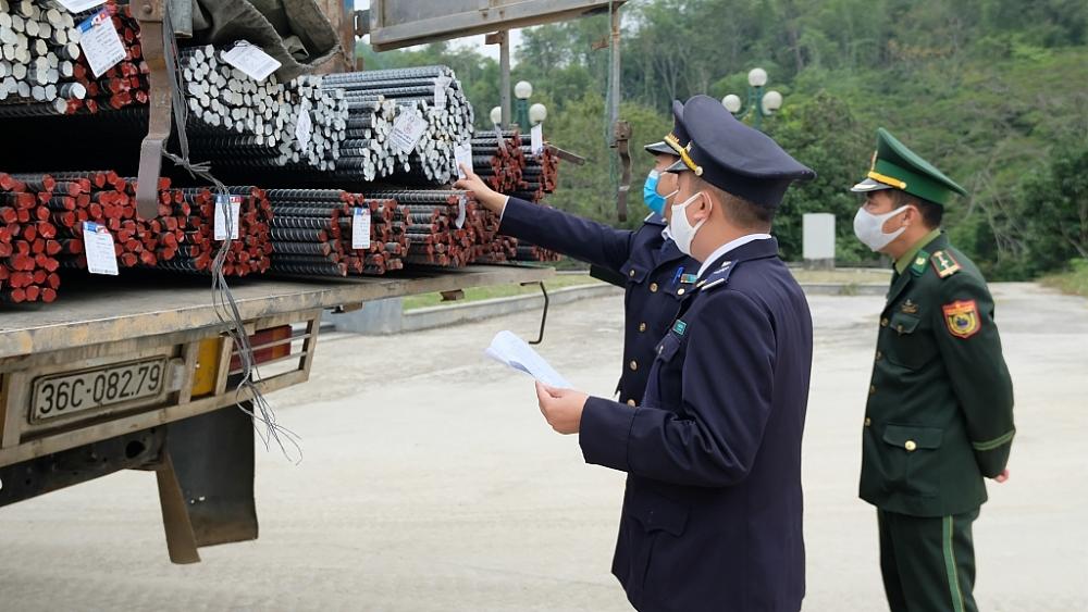 CBCC Chi cục Hải quan cửa khẩu quốc tế Na Mèo phối hợp với lực lượng Biên phòng trong thực hiện nhiệm vụ. Ảnh: N.Linh