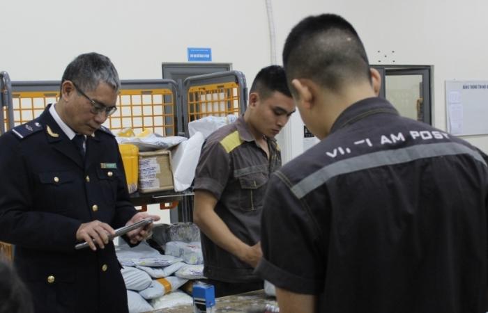 Hải quan Hà Nội: Tăng cường chống buôn lậu qua thương mại điện tử