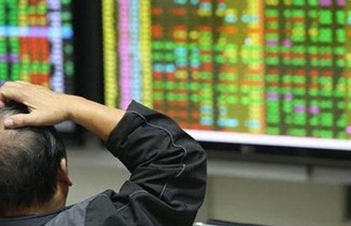 Nhiều cổ phiếu lớn đồng loạt giảm sâu gây áp lực tới VN-Index