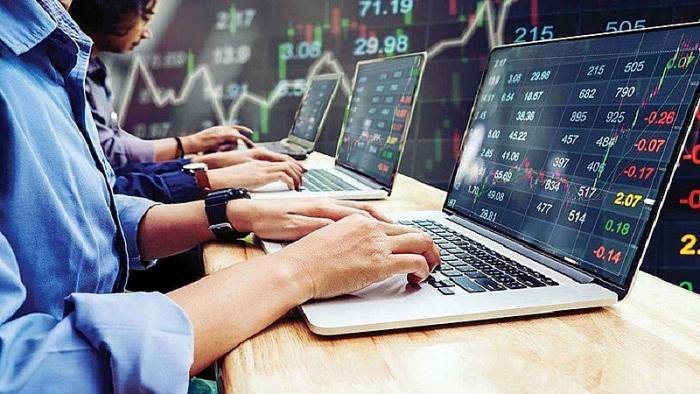 Thị trường chứng khoán diễn biến trái chiều