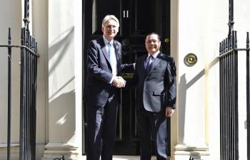Bộ trưởng Đinh Tiến Dũng hội đàm với Bộ trưởng Bộ Ngân khố Vương quốc Anh