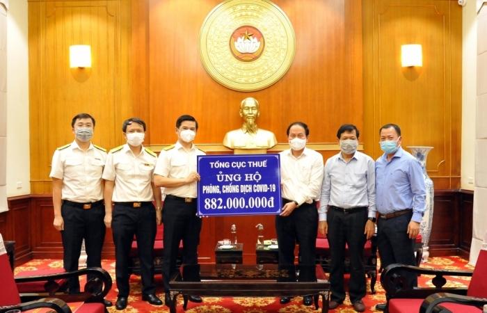 882 triệu đồng vừa được ngành Thuế ủng hộ cho công tác phòng, chống dịch tại các tỉnh phía Nam