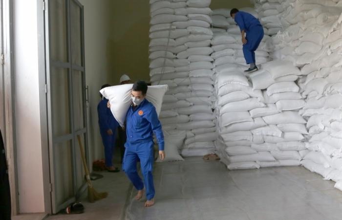 Bộ Tài chính mua thêm gạo dự trữ quốc gia để hỗ trợ người dân gặp khó khăn do dịch bệnh Covid 19