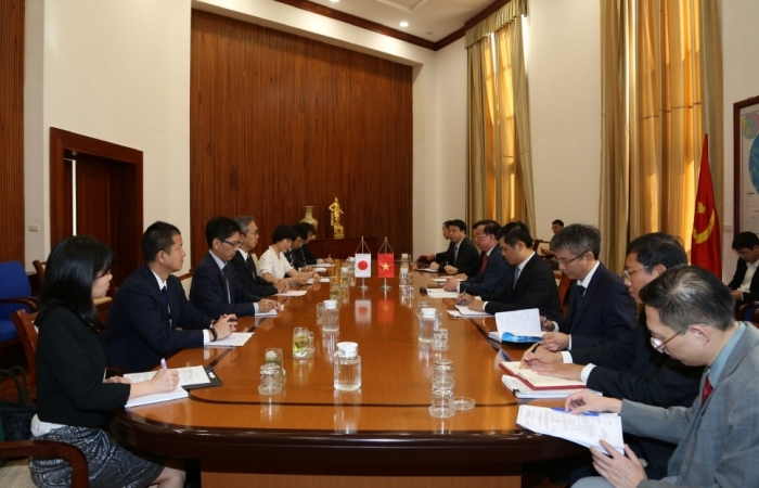Bộ trưởng Bộ Tài chính Đinh Tiến Dũng làm việc với Đại sứ Nhật Bản