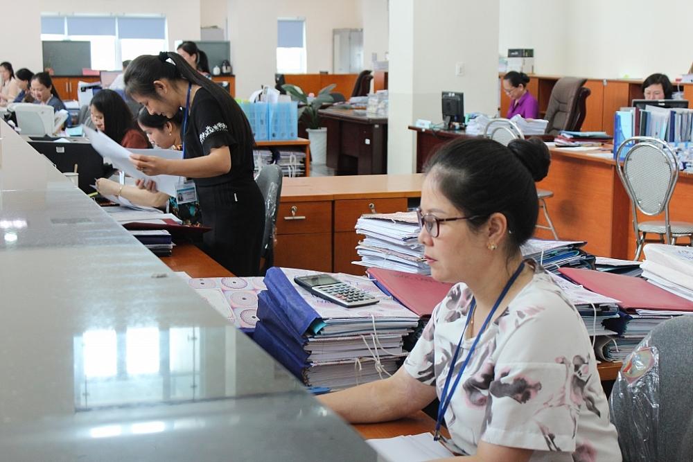 Hoạt động nghiệp vụ tại KBNN Phú Thọ. Ảnh Thùy Linh.