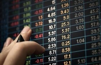 Hàng loạt cổ phiếu lớn giảm mạnh khiến thị trường chứng khoán đảo chiều