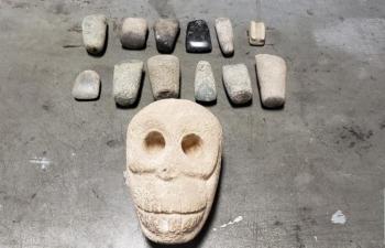 Hộp sọ và cổ vật ẩn lậu trong lô hàng NK