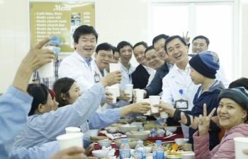 Xúc động bên bữa cơm tất niên cùng bệnh nhân ung thư