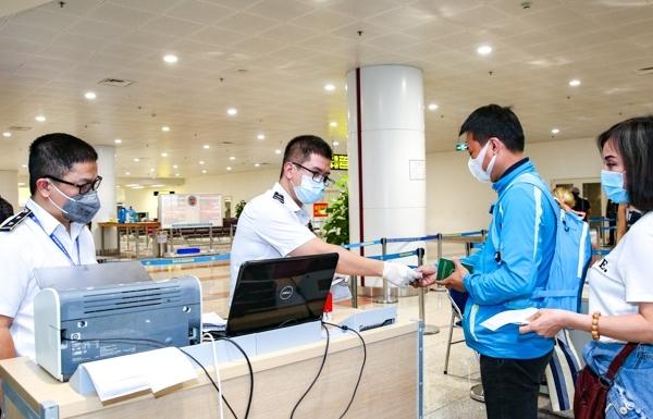 Thực hiện quy trình giám sát y tế khép kín với người nhập cảnh