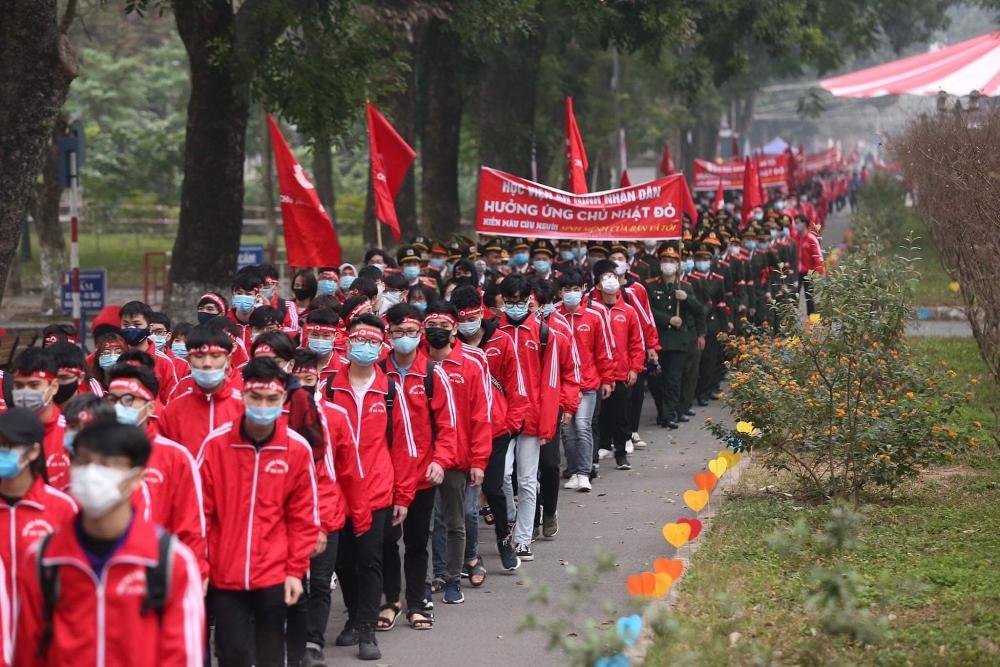 Đội mưa rét, hàng nghìn người hiến máu tại Chủ nhật Đỏ