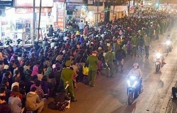 Việc người dân tràn ra đường dự lễ dâng sao giải hạn: Khó xử lý!