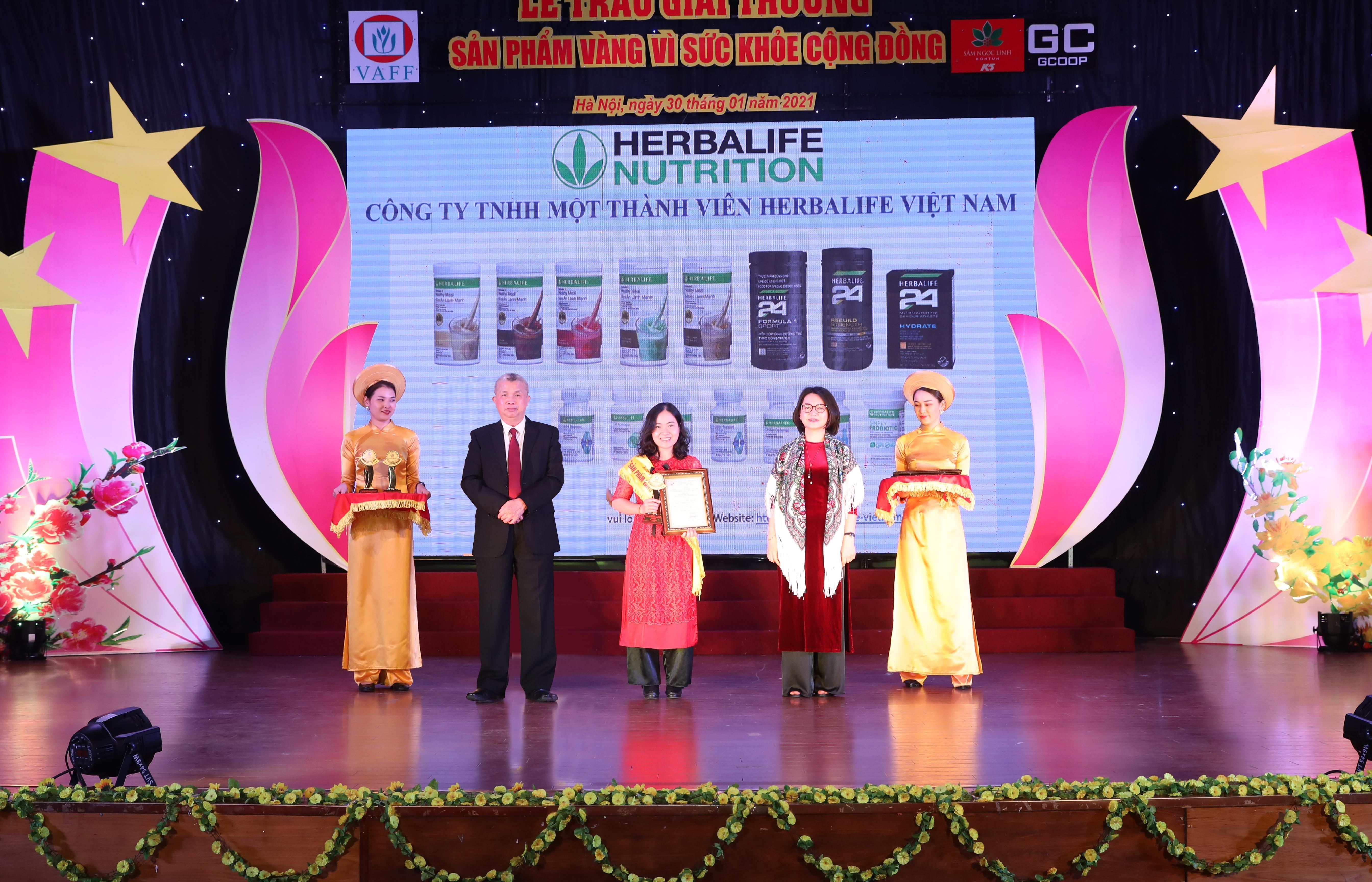 """Herbalife Việt Nam nhận giải """"Sản phẩm vàng vì sức khỏe cộng đồng"""""""
