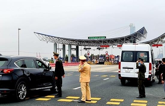 Thêm 3 ca mắc Covid-19 mới, Quảng Ninh tạm dừng vận tải hành khách liên tỉnh