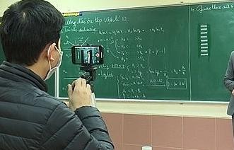 Yêu cầu tăng cường dạy học qua internet, truyền hình