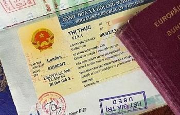 Thủ tướng Chính phủ yêu cầu tạm dừng cấp thị thực tại cửa khẩu
