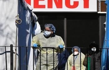 Covid-19 trên thế giới: Anh trong tình trạng khẩn cấp, Pháp huy động trực thăng và tàu cao tốc vận chuyển bệnh nhân