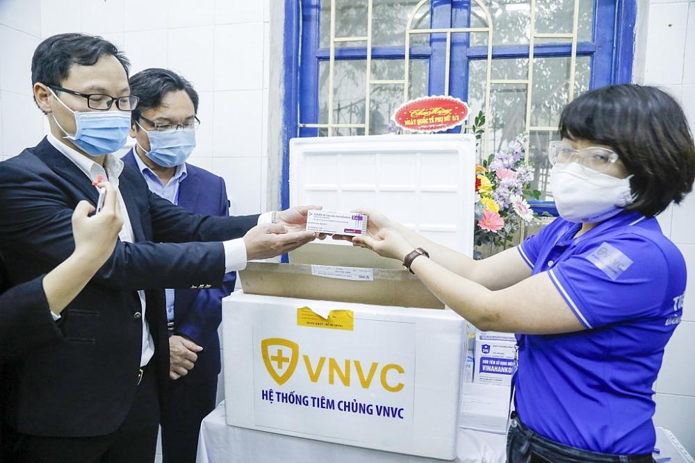 Những hình ảnh đầu tiên về việc tiêm vắc xin Covid-19 tại BV Bệnh Nhiệt đới Trung ương