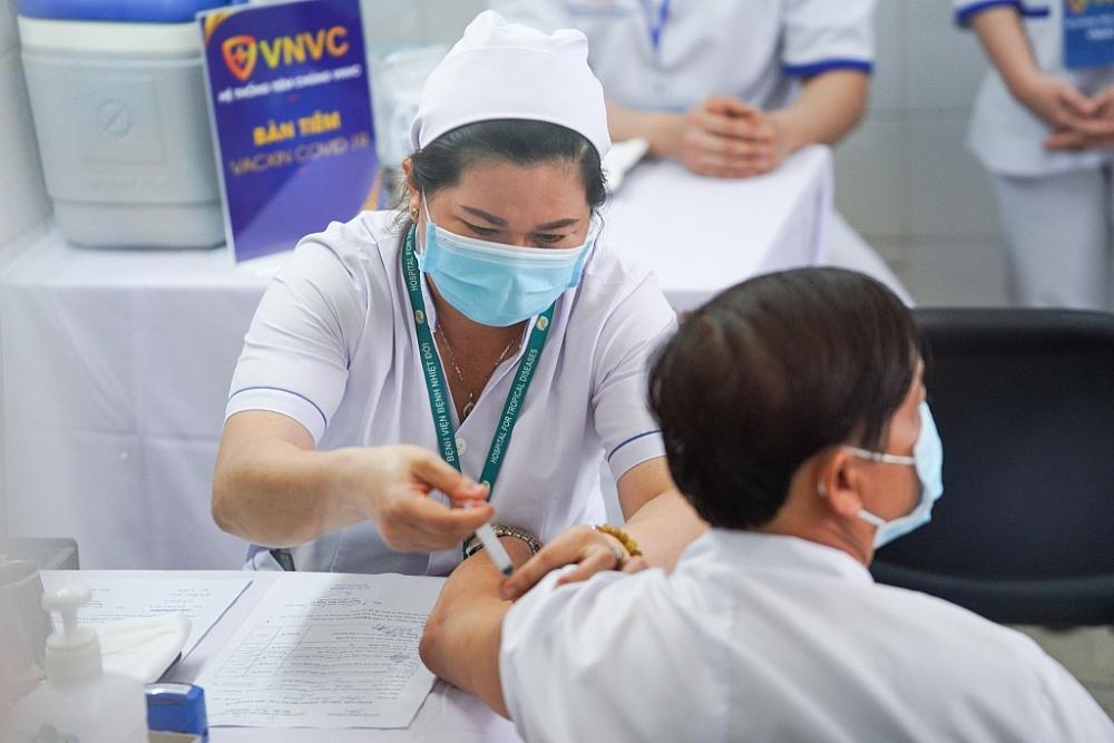 Đồng loạt tiêm vắc xin ngừa Covid-19 tại Hà Nội, Hải Dương và TPHCM