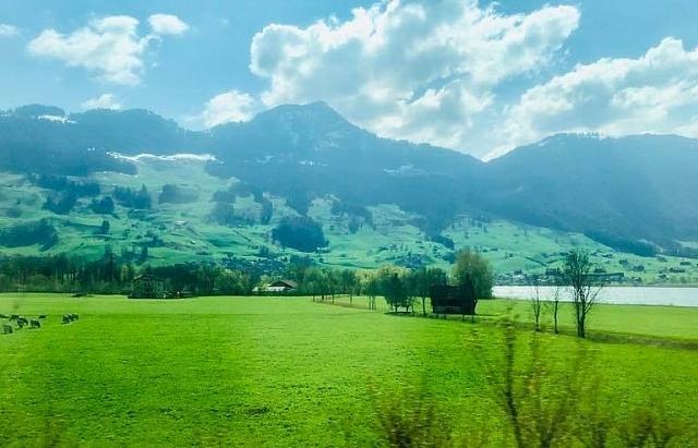 Cung đường đẹp như tranh vẽ từ Pháp sang Thụy Sỹ