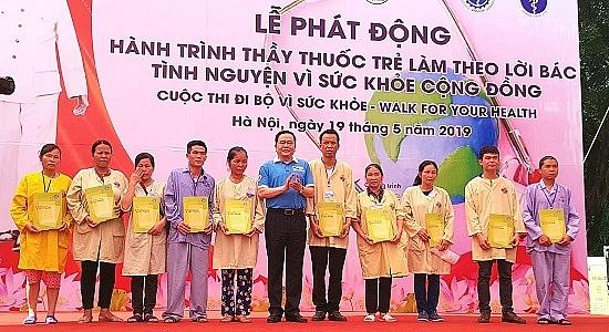 di bo huong ung hanh trinh thay thuoc tre lam theo loi bac