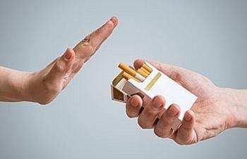 Bảo vệ giới trẻ khỏi ảnh hưởng của việc quảng cáo thuốc lá