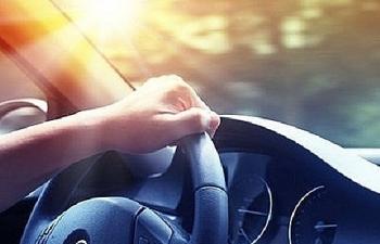Cần chống nắng ngay cả khi ngồi trong ô tô?