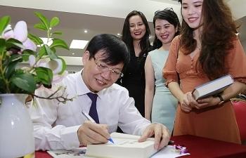 """Ra mắt sách """"Thời cuộc và văn hóa"""" của nhà báo Hồ Quang Lợi, Phó Chủ tịch thường trực Hội Nhà báo Việt Nam"""