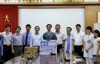 Trao tặng nhiều thiết bị y tế cho BV Bạch Mai