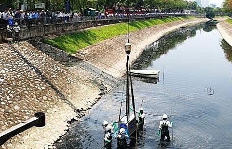 Vụ xả nước Hồ Tây cuốn trôi dự án làm sạch nước sông Tô Lịch: Đúng quy trình!