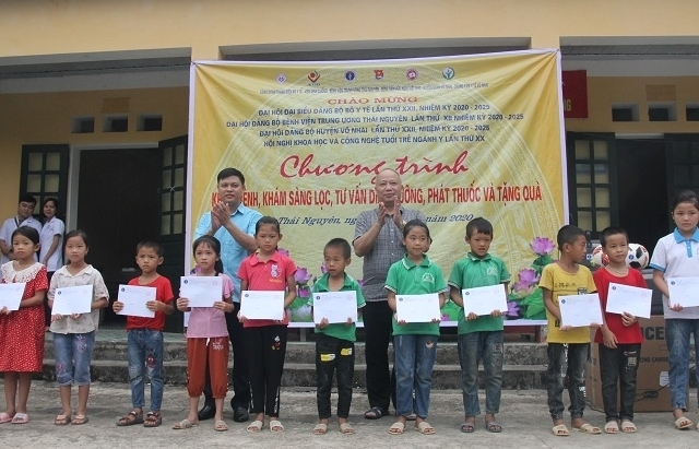 Khám sức khoẻ miễn phí cho hơn 400 người dân ở Thái Nguyên