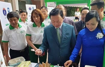 Bộ trưởng Y tế kêu gọi các bệnh viện giảm thiểu chất thải nhựa