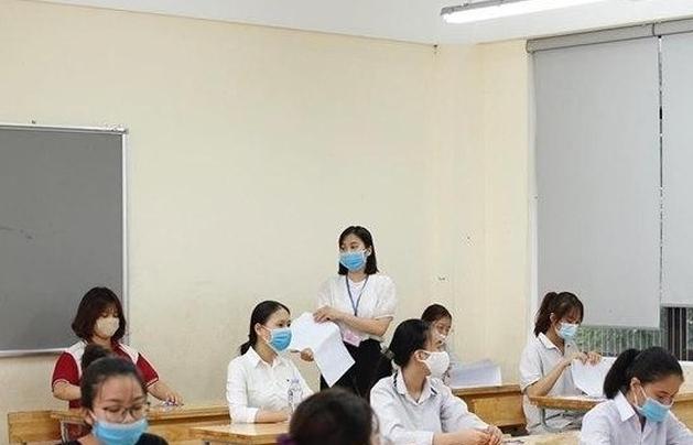 Chiều nay, thí sinh làm thủ tục chuẩn bị tiến hành thi tốt nghiệp THPT đợt 2