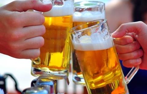 Ép buộc người khác uống rượu, bia có thể bị phạt lên tới 3 triệu đồng