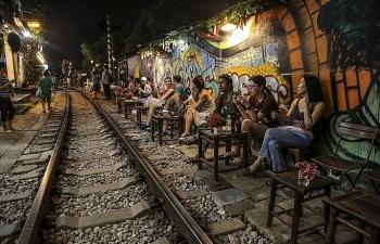 Hà Nội: Xử nghiêm hành vi chụp ảnh, uống cà phê khu vực đường sắt
