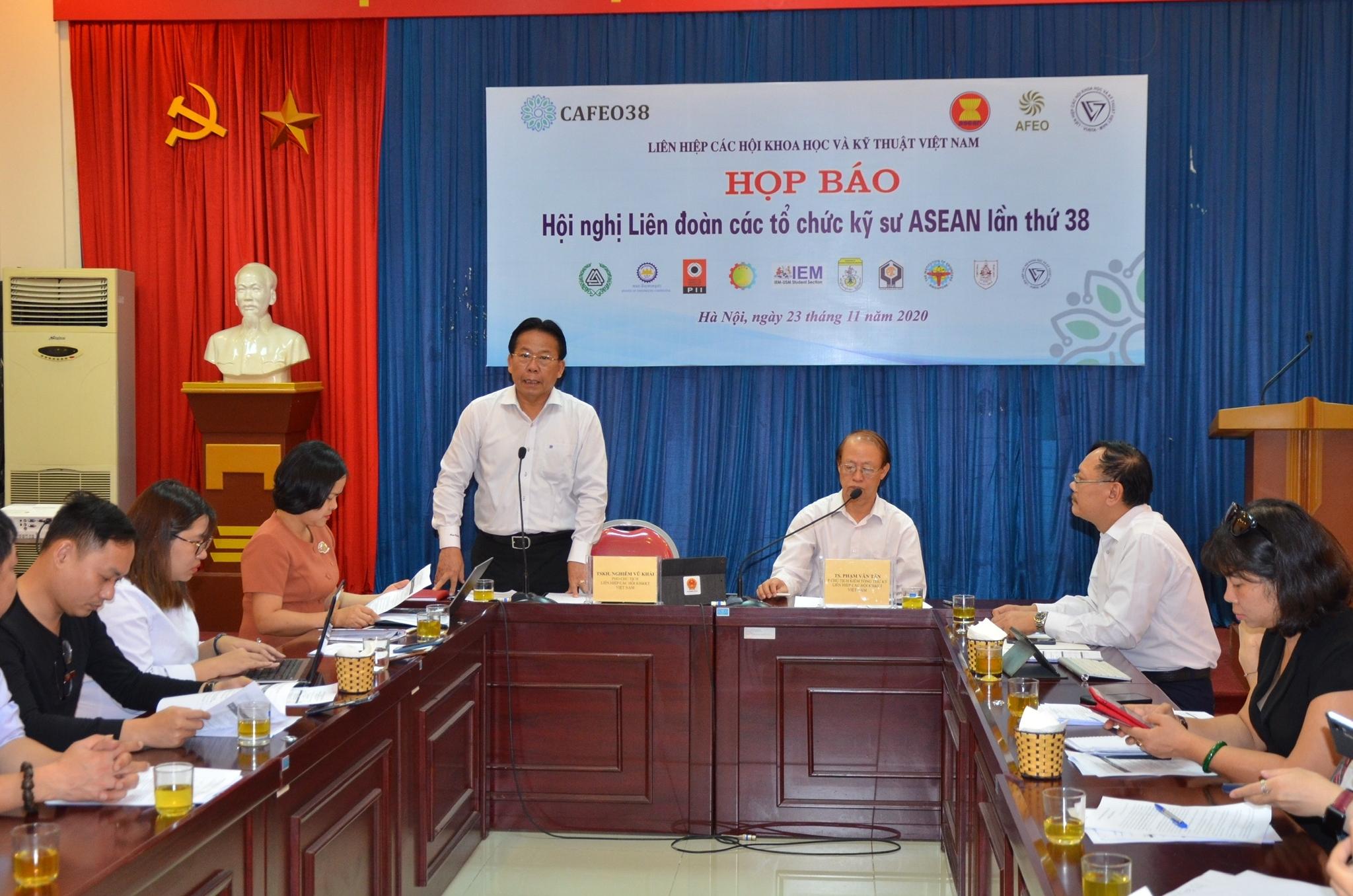 112 cá nhân được nhận chứng chỉ kỹ sư chuyên nghiệp ASEAN